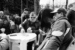 Playing cards (Francisco (PortoPortugal)) Tags: 1262018 20180413fpbo7732 bw nb bn monochrome monocromático pessoas people cartas cards porto portugal portografiaassociaçãofotográficadoporto franciscooliveira