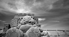 Puppet Master (John (Thank you for >2 million views)) Tags: 7dwf monochrome sandsculpturefestival westonsupermare seaside coastline ukcoast ukcoastline sand sculpture somerset forcedperspective clarencepark