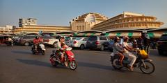 Central Market (Thomas Mülchi) Tags: 2018 cambodia phnompenh people persons architecture centralmarket transportation street kh