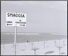 Spiaggia (filippobartolucci) Tags: ilford hp5 blackandwhite blancetnoir bianco e nero analog analogico pellicola film spiaggia beach mare sea summer estate italy italia europe europa fano mamya medium format 6x7 retro