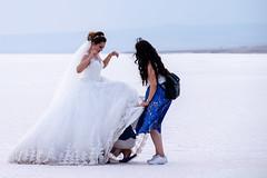 CKER0519 (Kemal Riza) Tags: bellefille bru robe mariée lac salé salt lake ankara turquie twop