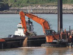 M2140766 E-M1ii 150mm iso400 f4 1_2500s (Mel Stephens) Tags: 20180714 201807 2018 q3 4x3 wide olympus mzuiko mft microfourthirds m43 40150mm omd em1ii ii mirrorless nigg bay uk scotland aberdeen coast coastal transport boat construction harbour best