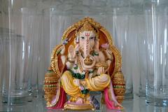 Ganesha im Gläserschrank (www.textbox.at) Tags: ganesha statue glas