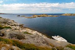 Marstrand - Sverige 2013 (karlheinz klingbeil) Tags: rock sverige boot northsea meer schweden water marstrand stadt boat wasser fels nordsee sweden