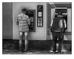 Machines à sous. (francis_bellin) Tags: 2018 nîmes blackandwhite monochrome street rue photoderue juin machinesàsous noiretblanc streetphoto