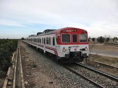 Tren de Cercanías de Renfe (Línea C-3) a su paso por LORIGUILLA (Valencia) (fernanchel) Tags: adif ciudades renfe loriguilla spain поезд bahnhöfe railway station estacion ferrocarril tren treno train c3