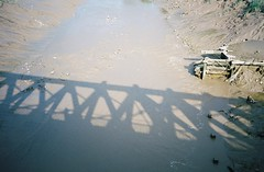 Shadows, Ashton Avenue Bridge (knautia) Tags: ashtonavenuebridge bridge footbridge riveravon bristol england uk july 2018 film ishootfilm olympus xa2 olympusxa2 kodak kodacolor 200iso nxa2roll35 river avon mud lowtide shadow