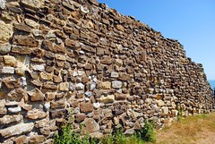 Fortified walls of Hastings Castle (zawtowers) Tags: hastings east sussex seaside town resort historic 1066 centre saturday 14th july 2018 warm sunny blue skies sunshine hastingscastle built destroyed 1399 keep bailey ruins remnants stone cliff top edge fortified walls world war ii bombed