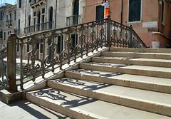 Shadows of Venice (Shahrazad26) Tags: brug bridge ponte pont brücke shadow schaduw schatten ombre ombra trap treppen stairs scala escaliers venetië venice venezia venedig italië italy italien italia