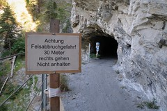 Alter Schin - Tunnel Moir (Kecko) Tags: 2018 kecko swiss switzerland schweiz suisse svizzera graubünden graubuenden gr schinschlucht schynschlucht tunnel moir fels rock felswand scarp crag albula weg path alteschyn alterschyn alterschin europe swissphoto geotagged geo:lat=46698550 geo:lon=9493820