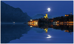 Full Moon Malcesine (Giovanni Giannandrea) Tags: moon lunapiena malcesine italy lakegarda riflessi water lagodigarda italia lunar ecliptic