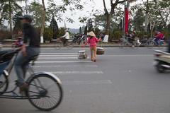 Traffic, Hue 5 (Rossyplaya) Tags: traffic trafico streetphotography streetphoto movimiento movement vietnam hue bici motocicleta peaton i