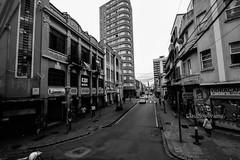 Pelas ruas (Claudio Arriens) Tags: paraná curitiba brasil pb bw canoneos40d canonefs1018mmf4556isstm