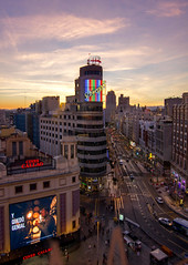 Plaza Callao - Madrid (U2iano) Tags: plaza callao square madrid spain españa schweppes atardecer sunset gran via