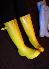 Like beacons in the dark (essex_mud_explorer) Tags: hunter yellow powderblue wellies wellingtons wellington wellingtonboots gumboots gummistiefel rubberlaarzen rainboots