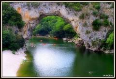 Pont d 'Arc (Ardèche) (Les photos de LN) Tags: pontdarc arche roche rocher gorges ardèche nature rivière paysage bateaux canoës promenade tourisme plage