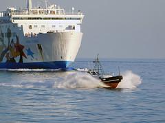 18063000949battello (coundown) Tags: genova battello porco panorama scorci barca barche navi lanterna spiagge viste pilota pilot
