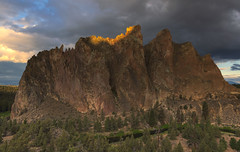 To make us love our country, our country ought to be lovely… (ferpectshotz) Tags: smithrockstatepark smithrock oregon sunrise cloudy trail bend basalt lava rockclimbing modernamericansportclimbing traditionalclimbing bouldering multipitchclimbing volcanic crags lavachamber crookedriver
