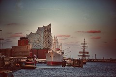 Hamburg ELBPHILHARMONIE mit Cap San Diego (jose.rperez67) Tags: river elbe wasser germany snapseed vintage hafen port landungsbrücke hamburg elbphilharmonie