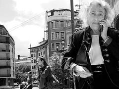 Secuencia (no sabemos cómo llamarnos) Tags: streetphotography street photoderue urbanphotography fotourbana fotocallejera blancoynegro blackandwhite noiretblanc monochrome monocromático