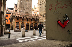 <3 (damar47) Tags: bologna street streetphotography citycenter pentax pentaxart pentaxian 21mm wideopen people streetstyle k30 streetlife urban italia italy emiliaromagna streetcolor colors colori walkingaround history tower garisenda twotowers duetorri red rosso heart cuore graffiti asinellitower medieval lightroom adobelightroom lr5 ricohpentax