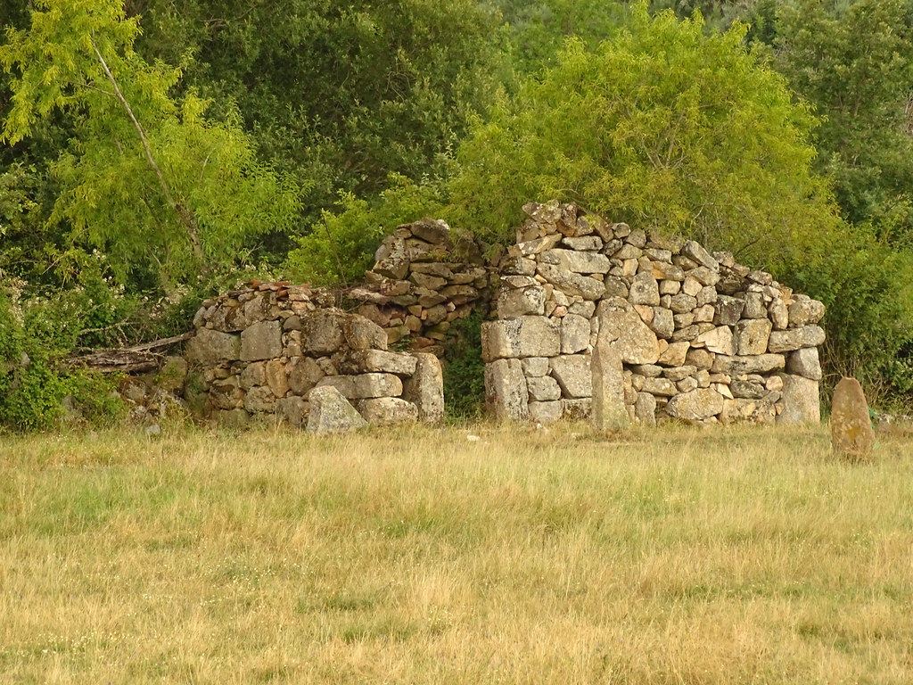 Águas Frias (Chaves) - ... ruínas ...