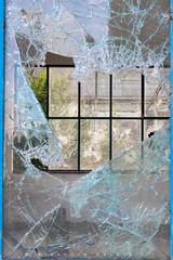 Broken Glass (Eleonora Cacciari) Tags: glass window eleonoracacciari emiliaromagna ecacciari eleonoracacciariphoto eleonoracacciarisshot canon canoneos80d canon80d glasses somethingbroken finestra casement sidebar fenestra