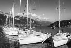 Annecy (Gui.llau.me) Tags: annecy lac city ville bateau bateaux boat nb bw noir et blanc black white refle reflection reflect reflet france mono monochrome lak