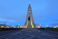 Hallgrímskirkja Reykjavik (ploh1) Tags: reykjavik island kirche hauptstadt hallgrímskirkja wahrzeichen sehenswürdigkeit langzeitbelichtung religion beleuchtet bauwerk himmel blau nachtaufnahme iceland