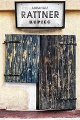 zakenkantoor (roberke) Tags: door deur window raam venster gesloten closed signes naambord hout wood street straat gevel facade house huis gebouw outdoor