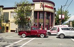 il camion, il mercato (Yutaka Seki) Tags: vintagetruck oldtruck cooltruck market ricohxr2s smcpentaxa35mmf20 fujicolorc200 unicolor homedeveloped commercialdrive vancouverbc