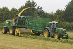 John Deere 7780i ProDrive SPFH filling a Broughan Engineering Mega HiSpeed Trailer drawn by a John Deere 6150M Tractor (Shane Casey CK25) Tags: john deere 7780i prodrive spfh filling broughan engineering mega hispeed trailer drawn 6150m tractor self propelled forage harvester jd green fermoy corrin hill traktor traktori trekker tracteur trator ciągnik silage silage18 silage2018 grass grass18 grass2018 winter feed fodder county cork ireland irish farm farmer farming agri agriculture contractor field ground soil earth cows cattle work working horse power horsepower hp pull pulling cut cutting crop lifting machine machinery nikon d7200