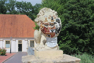 Lion and coat of arms