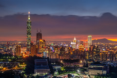 虎山峰夜景 - Night view of Taipei (basaza) Tags: canon 1635 虎山 taipei101 101 30d