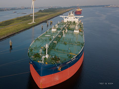 Front Prince (Peet de Rouw) Tags: tanker vlcc europoort calandkanaal portofrotterdam giant drone aerial djimavicproplatinum holland scheepvaart oil petrol