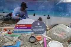 tiny plastics... (4/5) (steveleenow) Tags: vancouver vancouverbc vancouverbccanada vancouverbritishcolumbia vancouverbritishcolumbiacanada britishcolumbia canada vancouveraquarium aquarium plastic plastics waste junk trash