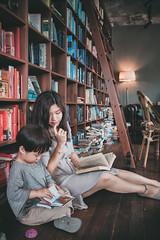 2018-07-08_00245 A7III-n2 (C.B.Park) Tags: 거제 국제당 종윤 지혜 모자지간 카페 library