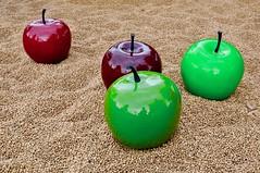 Fallobst (ArminBe) Tags: kunst kunstwerk äpfel landesgartenschau würzburg apple art windfall oversize