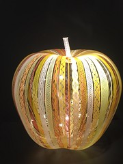 """Zanfirica Apple"" (1998) (st_asaph) Tags: apple zanfiricaapple imaginemuseum joeykirkpatrick floramace sculpture glassart"