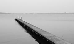Zwischenahner Meer II (janmalteb) Tags: deutschland germany lake see sea water wasser boot boat holz wood steg pier ruhe calm gelassen relaxed bad zwischenahn canon eos 77d tamron 18200mm himmel meer ruder pfosten