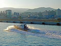 18063000979battello (coundown) Tags: genova battello porco panorama scorci barca barche navi lanterna spiagge viste pilota pilot