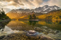 Sunrise at Lake EIbsee (Alexander Lauterbach Photography) Tags: deutschland germany alpen alps mountain zugspitze eibsee lake golden sunrise sonnenaufgang sony a7rii