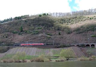 Regionalbahn vor Pündericher Hangviadukt