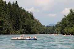 Gummiboot - Schlauchboot auf der Aare ( Fluss river ) im Berner Mittelland im Kanton Bern der Schweiz (chrchr_75) Tags: christoph hurni chrchr chrchr75 chrigu chriguhurni albumzzz201807juli juli 2018 schweiz suisse switzerland svizzera suissa swiss