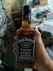 Don't you just love these types of presents, thanks Chris (daveandlyn1) Tags: jd bourbon jackdaniels smartphone cameraphone birthdaygift pralx1 huawei p8lite2017