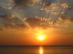Лучистое небо / Radiant sky (Владимир-61) Tags: абхазия закат море небо облака осень пицунда abkhazia sunset sea autumn pitsunda natureinfocusgroup