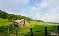 Barn in Bugger Hollow (James Jordan) Tags: barn farm valley hollow morning rural old decay sunrise