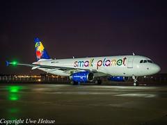 Small Planet Airlines D-ASPE HAJ at Night (U. Heinze) Tags: aircraft airlines airways nikon night planespotting plane haj hannoverlangenhagenairporthaj eddv flugzeug