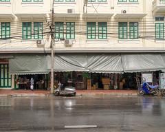 * (awnoom) Tags: leicaq street bangkok thailand
