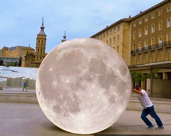 Un toque de humor, doble exposición. Plaza del Pilar Zaragoza (angelalonso57) Tags: aragon 2018 pilar plaza mm 125 365 españa zaragoza luna moon 800 16 canon powershot g1 x mark ii 125625mm ƒ160 1800